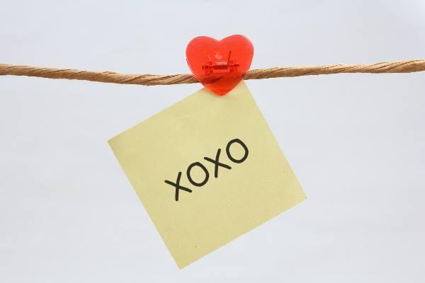 知ってる?英語メッセージの最後についてる「xoxo」のステキな意味♡